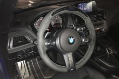 BMW M Performance Lenkrad II Alcantara mit Carbonblende und Race-Display Fußstütze Edelstahl